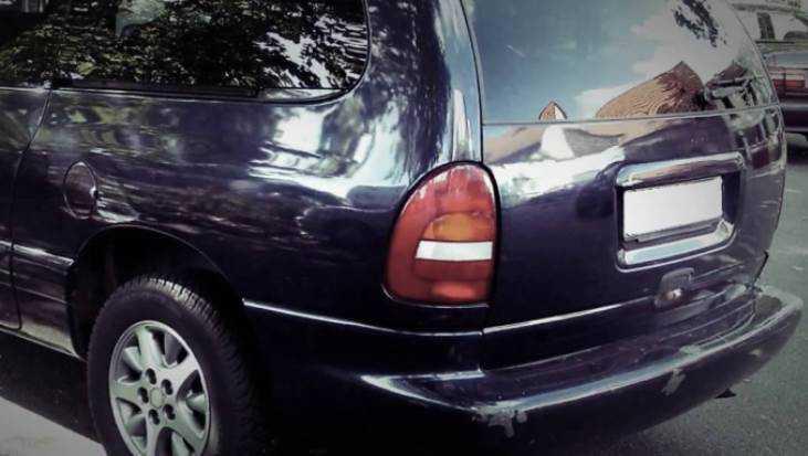 В Севске водитель «Крайслера» разбил голову, протаранив магазин
