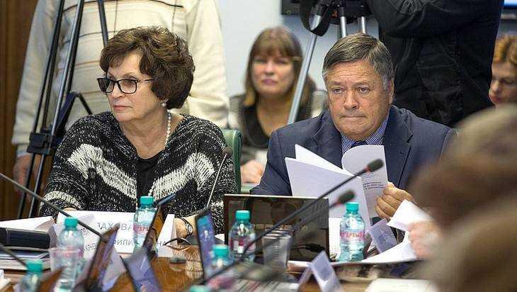 Доходы брянских сенаторов Лаховой и Калашникова упали до 6 миллионов
