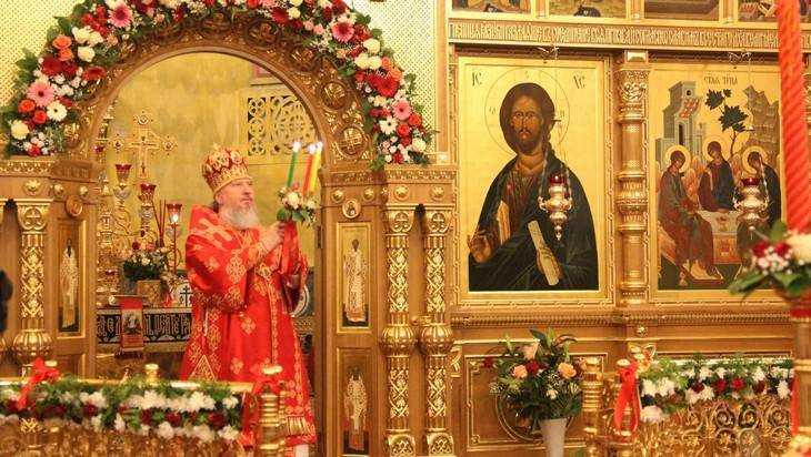 В брянский собор на Пасху доставили Благодатный огонь из Иерусалима