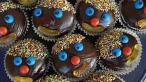 В школах Брянска нашли запрещенные шоколад и газировку