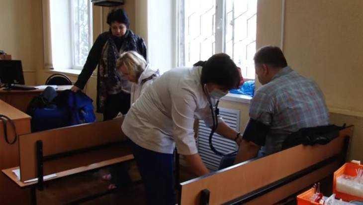 Появилось видео попытки самоубийства в Советском суде Брянска