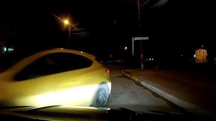 В Брянске сняли видео о скрывшемся после ДТП шальном гонщике