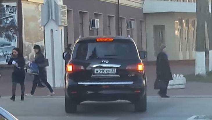 Появилось видео хамской езды депутата Коломейцева в центре Брянска
