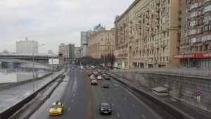 Движение в центре Москвы хотят ограничить до 50 километров в час