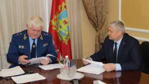 Прокурора Войтовича брянцы засыпали жалобами на власть и судопроизводство