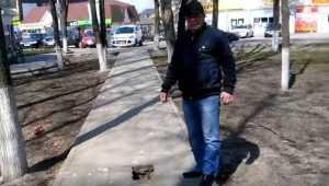 В центре Жуковки брянец повредил ногу, провалившись в яму на тротуаре