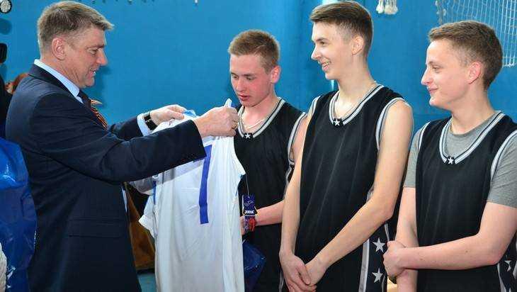 Юрий Гапеенко помог брянским баскетболистам и КВНщикам