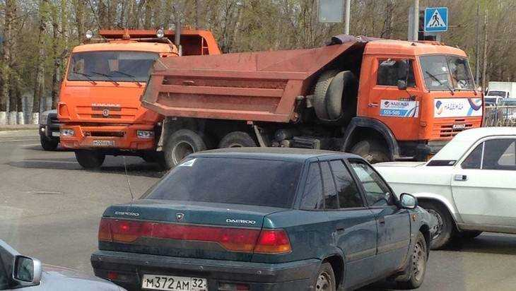 «КамАЗ» спас брянских водителей от трагедии
