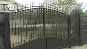 В брянской деревне криминальные добытчики металла украли ворота