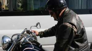 В Брянске площадь около ДК БМЗ заполонили сотни мотоциклистов