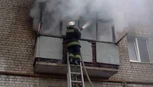 В центре Брянска из-за пожара эвакуировали жильцов многоэтажки