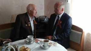 Владимир Жутенков поздравил с Днем Победы ветеранов