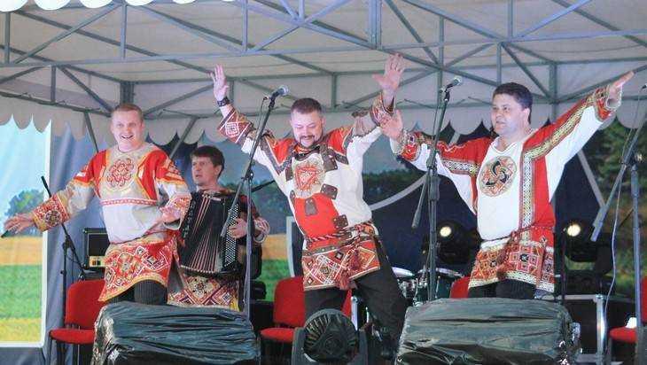 Брянский ансамбль «Ватага» выступил в Луганске