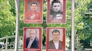 Портреты брянских депутатов Беляя и Белаша вывесили на аллее Славы