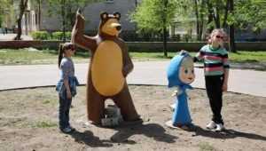 В Фокинском районе Брянска парковый сезон открыли Маша и Медведь