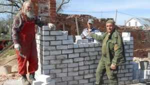 В Севске брянские казаки восстанавливают разрушенный храм