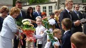 В школах Брянска последний звонок прозвенел для 5575 выпускников