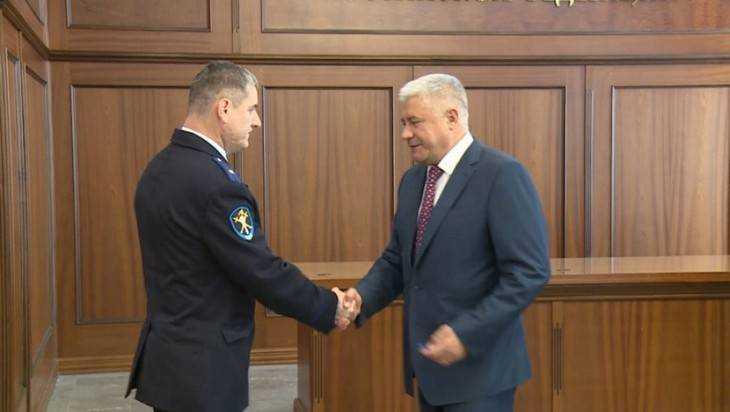 Министр наградил брянского следователя за спасение юноши