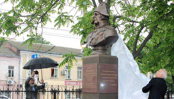 В Брянске актёр Василий Лановой открыл памятник адмиралу Ушакову