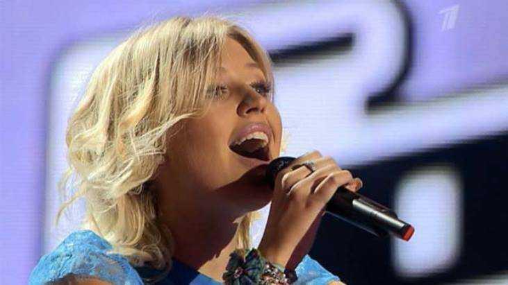 Ведущая «Голоса» написала песню для брянской певицы Насти Гладилиной