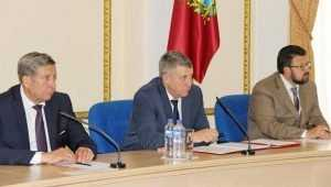 Брянский губернатор: «В Сураж стыдно заезжать из-за обшарпанной стелы»