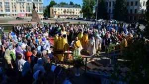 Митрополит Брянский и Севский Александр совершил литургию в Дятькове