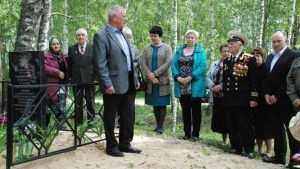 В брянской деревне открыли памятник народным мстителям