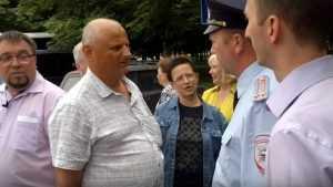 В сети опубликовали видео задержания коммунистов в сквере Брянска