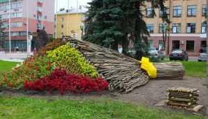 Для выпускников в центре Брянска сотворили огромный букет