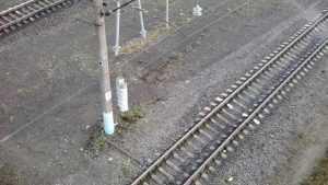 У вокзала Брянск-I мужчина час пытался спрыгнуть с моста на пути