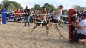 В Брянске на пляже прошли уличные бои без правил