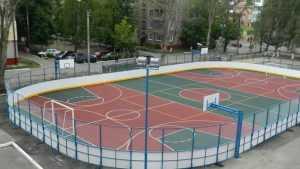 В Брянске для школы построили спортплощадку с веселой раскраской