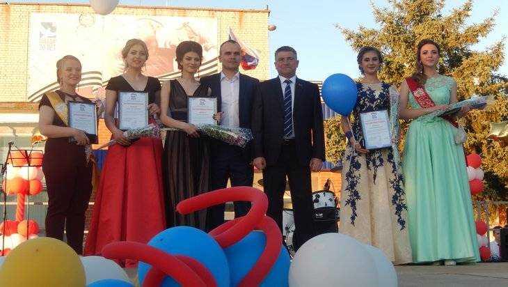 Юрий Гапеенко поздравил выпускников карачевских школ