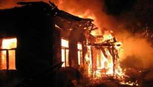В брянском селе во время пожара погибли мужчина и женщина