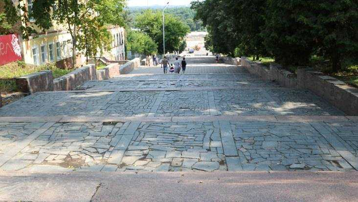 В Брянске с лестницы бульвара Гагарина перенесут ливневую канализацию