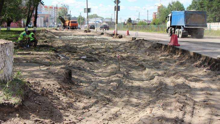 В Брянске начали расширять дорогу на улице Чернышевского