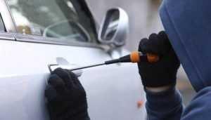 Житель Клинцов угнал автомобиль и потребовал за него 30000 рублей