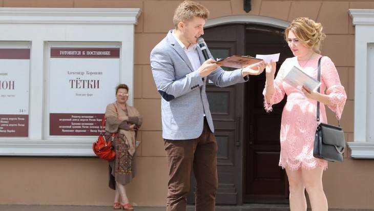 Горожане получили на улице подарки в День образования Брянской области