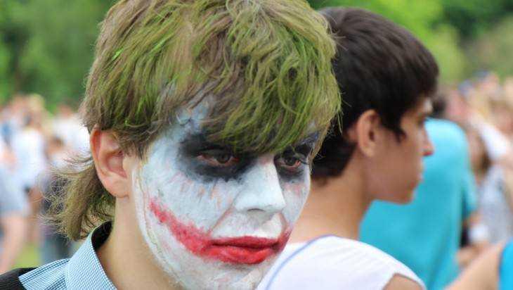 Брянские подростки до неузнаваемости вымажутся красками холи