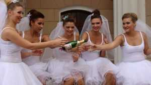 В Брянске прошел озорной парад невест
