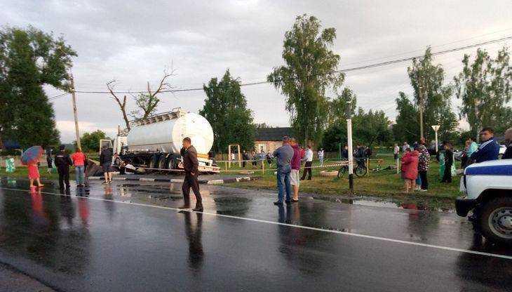 Опубликовано видео с места ДТП под Брянском, где погибли подростки