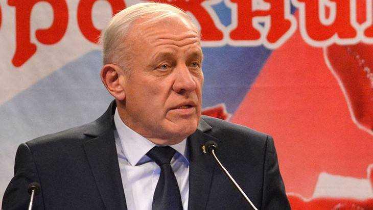 В Тешеничах сгорел дом бывшего мэра Брянска Виктора Дакше