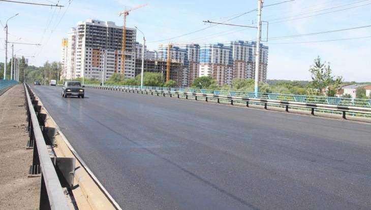 В Брянске асфальт на Октябрьском мосту отремонтировали всего за пять дней