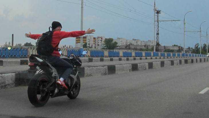 Брянские инспекторы сняли кино о лихой погоне за пьяным мотоциклистом