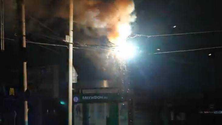 В Брянске сняли видео шаровой молнии у ТРЦ «БУМ-Сити»