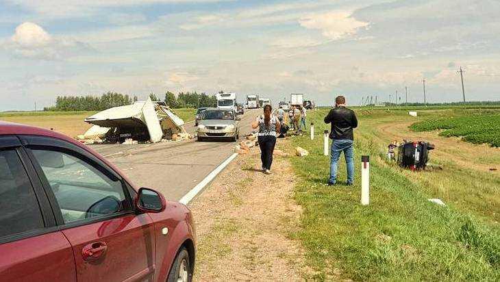 В трагическом ДТП на брянской трассе погиб водитель и двое пострадали