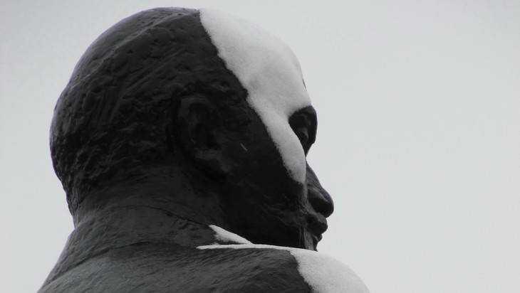 Брянские коммунисты заплатят 10 тысяч рублей штрафа за Сталина и знамя