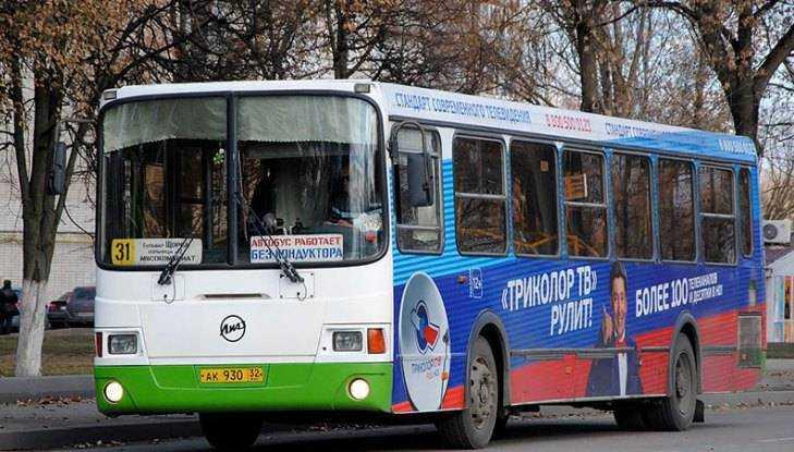 На улице Брянска в переполненном автобусе 31 разбилась пенсионерка