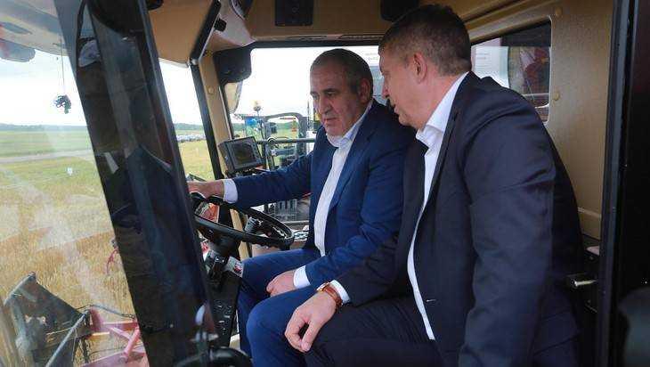 Заместитель председателя Госдумы Неверов поклонился брянским крестьянам