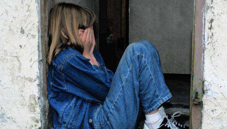 Пьяный отчим изнасиловал 16-летнюю падчерицу в брянской деревне